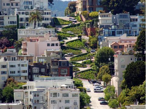 USA_California_San_ Francisco_Lombard_Street_shutterstock_2630613
