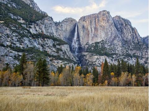 USA_California_Yosemite_National_Park_Yosemite_Falls_shutterstock_576946528