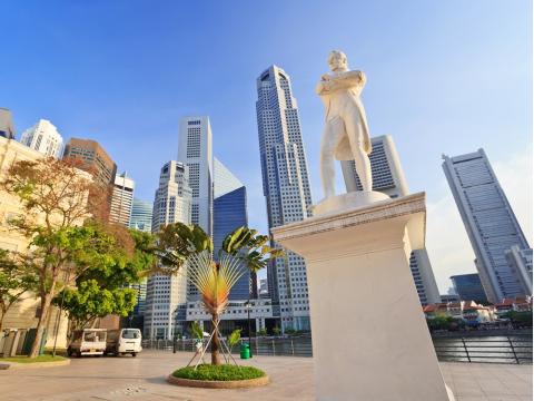Singapore_Sir_Stamford_Raffles_Statue_shutterstock_147685241