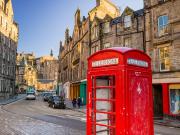 UK_Scotland_Edinburgh_Street_Royal_Mile_shutterstock_379878790