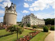 France_Chenonceau_Castle_Garden_shutterstock_461283469