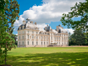 France_Loire_Valley_Cheverny_Castle_shutterstock_123907081