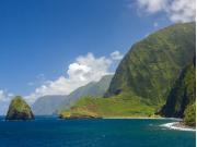 USA_Hawaii_Maui_Molokai Cliffs_shutterstock_666415462