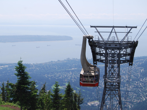Vancouver_Grouse_Mountain_shutterstock_91843721