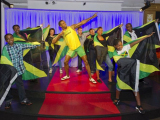 Usain_Bolt_with_fans_2742_13998