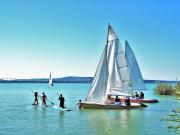 sailing-boat-1604128_1920