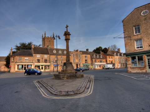 UK_England_Cotswold_Stow_on_the_wold_shutterstock_52138282