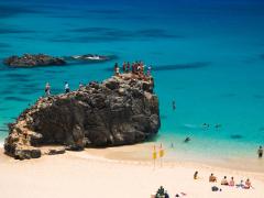 Hawaii_Oahu_North Shore_Waimea Bay_shutterstock_3752980