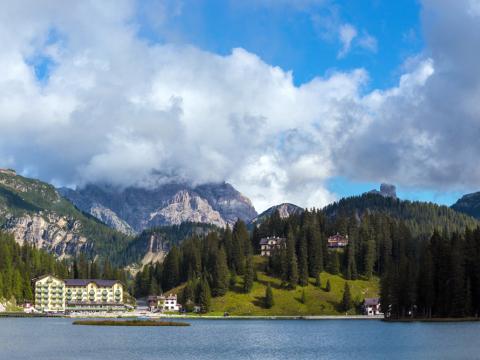 Italy_Lago di Misurina_shutterstock_695710252