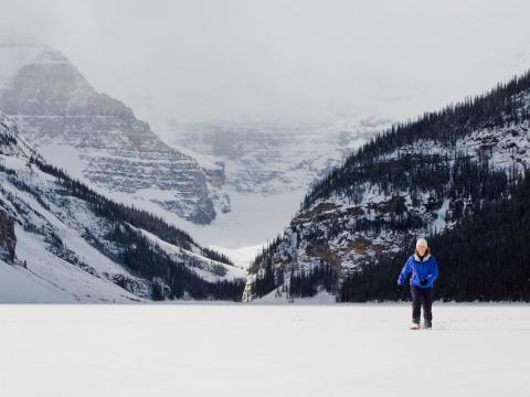 Snowshoeing-at-Lake-Louise