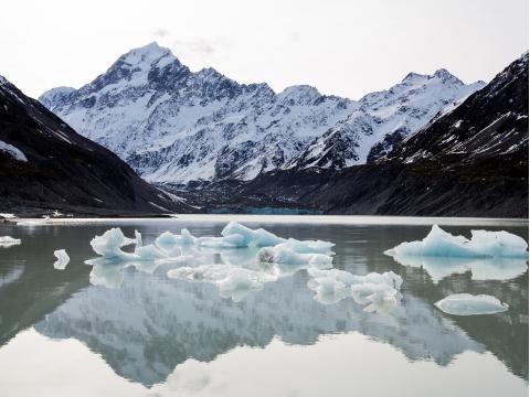 HookerGlacierFloat_Icebergs_