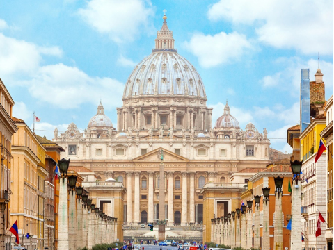 Italy_Rome-St_Peter_Cathedral_shutterstock_249198943