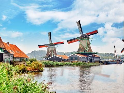Netherlands_Zaanse Schans_Holland_Windmill_shutterstock_360024527