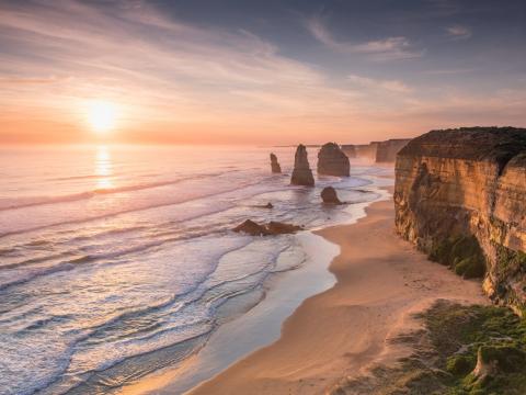 Australia_Melbourne_Great_Ocean_Road_12_Apostles_Sunset_shutterstock_639094027
