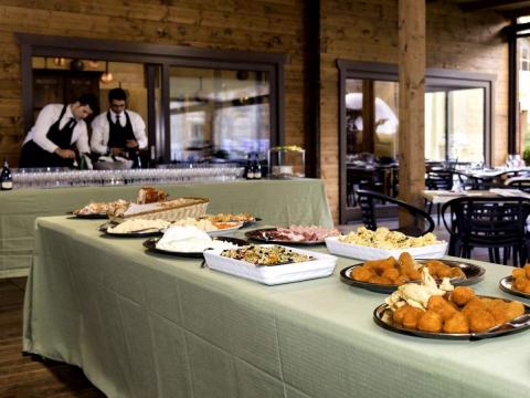 dinner-waiters-vatican-gallery