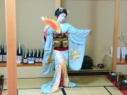 maiko performing a fan dance