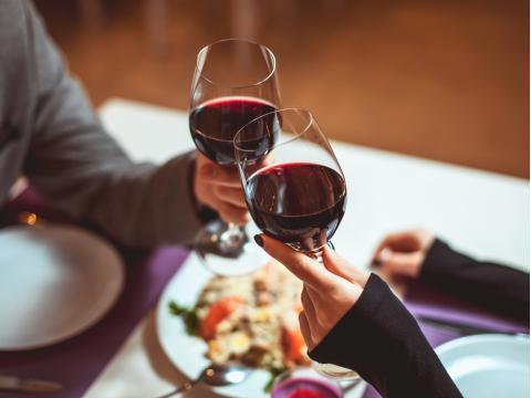 Generic_Wine_Toasting_Dinner_Romantic_Date_shutterstock_364873787