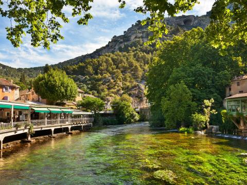 France_Fontaine de Vaucluse_shutterstock_349956320