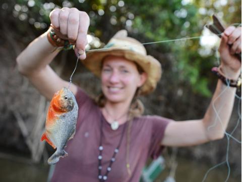 アマゾンでピラニア釣り&先住民族の集落訪問!ネグロ川半日ツアー<英語ガイド/昼食付/マナウス発>