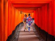 Japan_Kyoto_Fushimi Inari Shrine_kimono_shutterstock_550609591