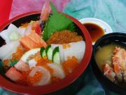 海鮮丼とカニ汁