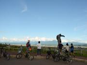 清水山の展望台からの眺望はワイン用ぶどう畑と、十勝岳連峰が見える富良野盆地