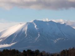 雪に染まる浅間山