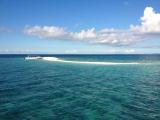 明るい時間帯のバラス島。船から写しました。