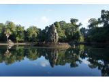青空と水辺の遺跡がとてもきれいでした