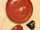 購入したお皿と壁飾りの一部です。