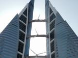 バーハレーンで2番目に高いビル。写真スポットに車を止めてくれました。