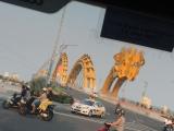 週末夜に火を噴く竜の橋