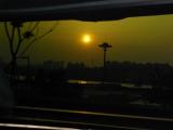 わかりずらいですが、リムジンからの漢江の夕日です。