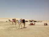 砂漠ドライブの前に、休憩中