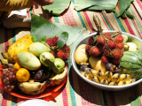 お供え物もフルーツがいっぱい。