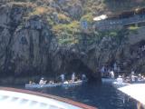 洞窟への入り口。ボート上で約1時間半待ちました