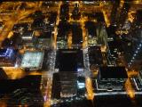 スカイデックのガラス張りの床から見下ろす夜景