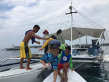 ボートに乗り込みます!