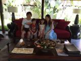 マッサージ前に家族で撮影