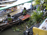 この舟がレストランです