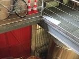 最後に搾汁する為の樽様の圧搾機、床の模様も綺麗です。