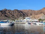 リゾート感あふれる港から出発。