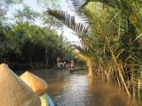 静かなメコン川をクルーズ