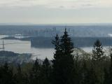 途中の展望台からのダウンタウンの眺め。地元の方がたくさんいました。