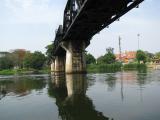 スピードボート上から橋を眺める