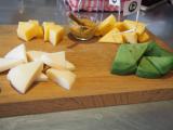 供されたチーズとハニーマスタード