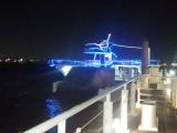 ぷかりと浮かんだ「ぷかりさん橋」を通って船に乗りこみました。
