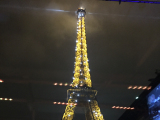 夜のエッフェル塔は美しいです