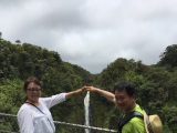 アカカの滝でイタズラショット