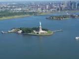 眼下に自由の女神とマンハッタン。最高の眺め!
